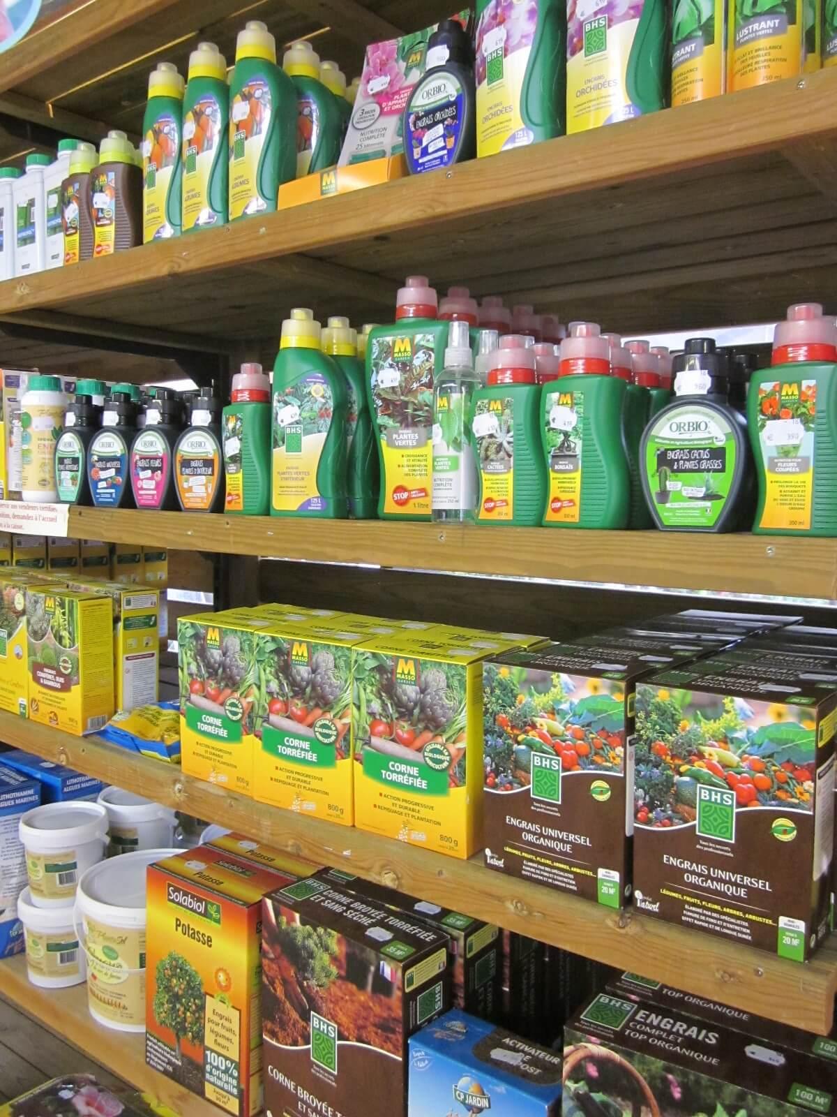 Outils pour l\'entretien du jardin : terreaux, engrais, soins des ...